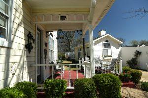 Side porch 2